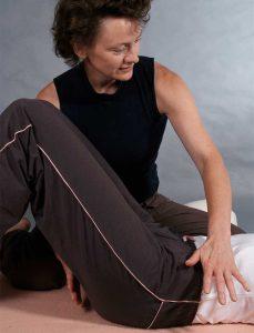 Beckenbodentherapie beginnt mit begleiteten Wahrnehmungsübungen im Liegen